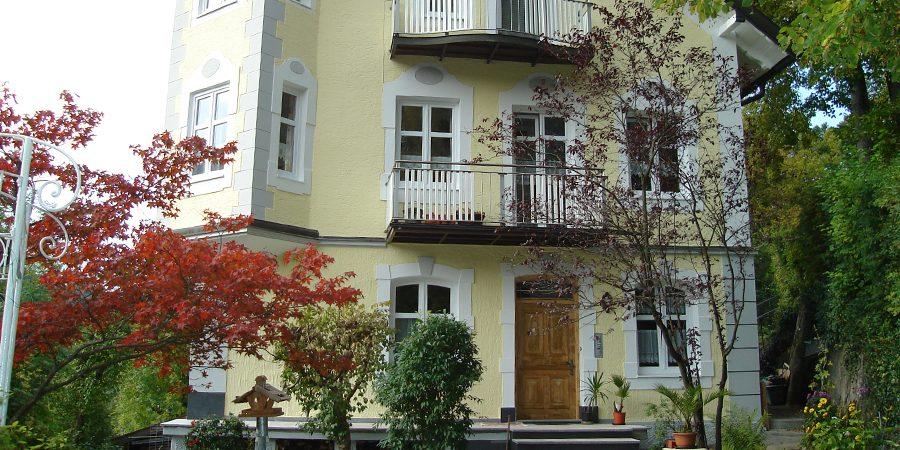 Hauseingang mit neuer Farbgestaltung.